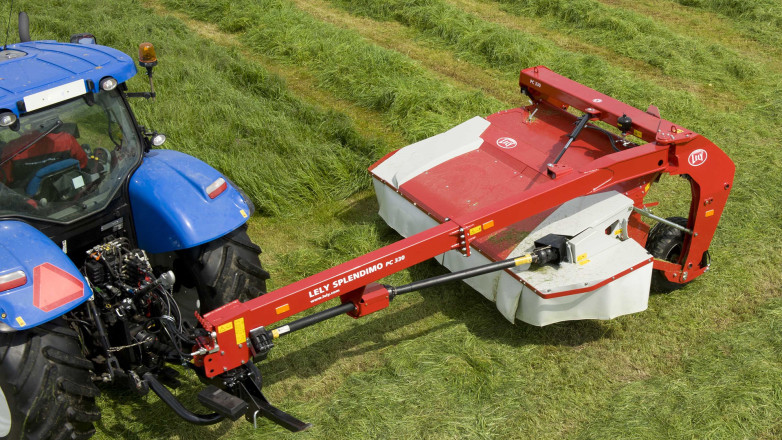 Pull-type mower Lely Splendimo PC 330 in action