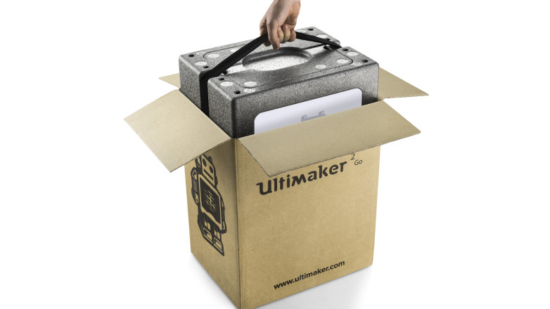 unboxing the ultimaker 2 go packaging